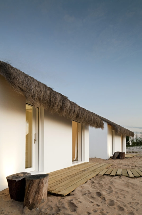 experience_living_in_a_nature_extension__casasnaareia_in_portugal2.jpg